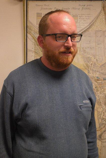 Pavel Zahradník, odborný rada - archivář Státního okresního archivu vTrutnově.