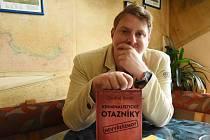 Kniha Kriminalistické otazníky je soubor realizovaných reportáží Ondřeje Krotila, rodáka z Lomnice nad Popelkou.