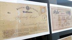 Nejcennějším exponátem výstavy v trutnovském Muzeu Podkrkonoší je předchůdce pohledů, korespondenční lístek Německé říšské pošty s razítkem z pruské poštovny na Sněžce z 25. července roku 1872.