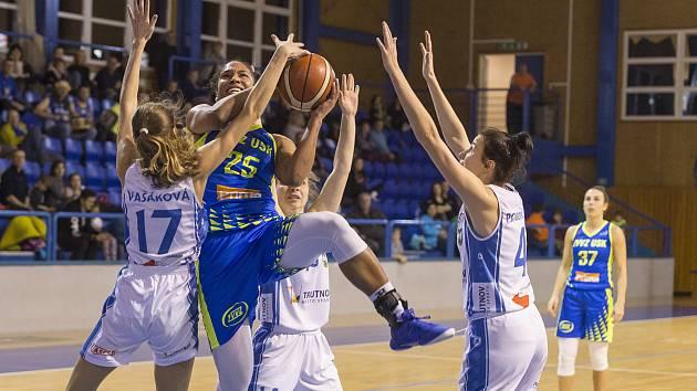 Ženská basketbalová liga: Trutnov - USK Praha 45:116.