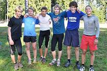 Vítězné družstvo chlapců. Zleva: Jakub Červený, Jan Grundmann, Petr Adámek, Daniel Gabrle, Lukáš Vácha a Jan Štěpánský