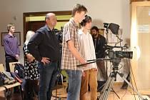 JILEMNICKÝ mediální kroužek působí při Gymnáziu a SPŠ Jilemnice již třetím rokem. Nyní má Televizi Krkonoše.
