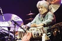 Tisíciruký bubeník Trilok Gurtu otevře Jazzinec