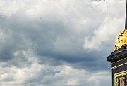Čtyři větroně létaly v úterý odpoledne nad Trutnovem. Jeden z nich se zřítil.