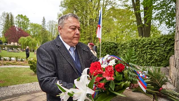 Letošní připomínka výročí konce 2. světové války na městském hřbitově v Trutnově.