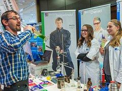 S nabídkou studijních oborů se ukázalo v Trutnově 66 středních škol a odborných učilišť, připojila se také dvacítka firem.
