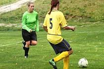 DOMÁCÍ TVRZo víkendu hájily fotbalistky Benecka úspěšně, vítězně si zde poradili s soupeřkami z Chocně.