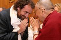 Senátor a ředitel dvorské zoo Přemysl Rabas a tibetský duchovní vůdce Dalajláma.