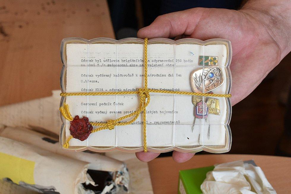 Po 54 letech byla odkryta kopule věžičky, kde jsou ukryté fragmenty z let 1869 a 1966, mimo jiné ručně psané pamětní listy, mince a platidla z doby panování císaře Františka Josefa I. a jeho předchůdců.