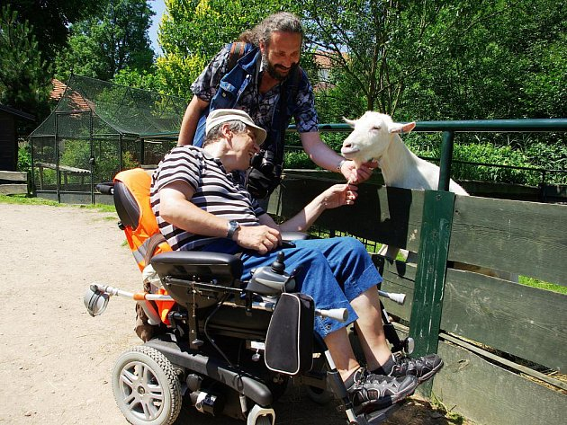Zámek Častolovice byl cílem výletu členů Klubu vozíčkářů