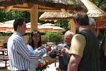 Veřejnost má plně k dispozici v královédvorské zoo novou africkou vesnici . Zástupce ředitelky Miroslav Špráchal: K výstavbě vesnice.