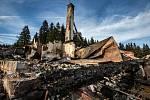 Požárem zničená hájenka v krkonošské Velké Úpě nedaleko Janových bud.