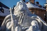 Krakonoš vytesaný ze sněhu v Jilemnici na náměstí.