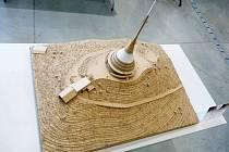 Studenti postavili přehradu Les Království z vlnité lepenky. Zvítězil ale Ještěd.