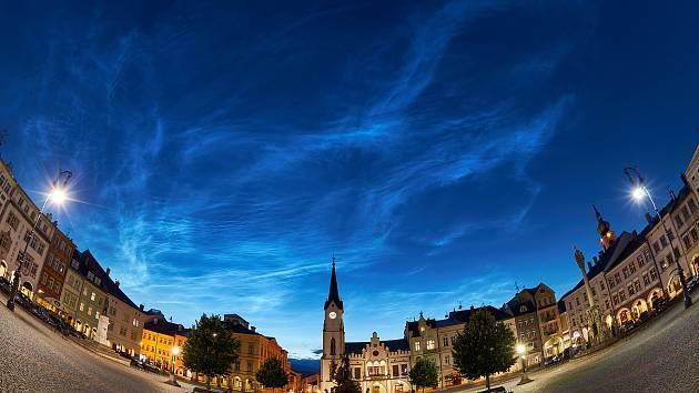 V Trutnově byla k vidění takzvaná noční svítící oblaka.