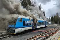 V Harrachově hořel vlak Českých drah.