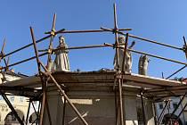 Hostinné je skoro bez vysokého mariánského sloupu na náměstí.