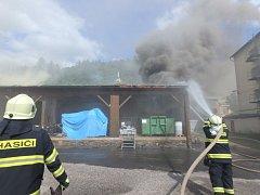 Ve Vrchlabí hořela dřevěná skladovací hala.