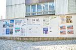 Plakátovací plocha před městským úřadem v Trutnově.