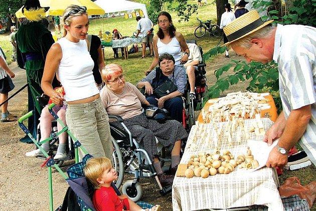 ZAHRADA DOMOVA BUDE MÍSTEM pro setkávání zdravých i nemocným. Tím se stává už teď při pravidelných Svatoanenských slavnostech, které se konají koncem července.