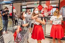Trutnovská prodejna obchodního řetězce Kaufland přivítala ve středu 14. července první zákazníky při otevření po rekonstrukci.