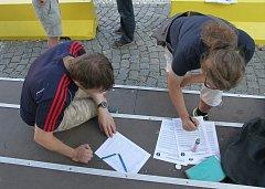 Z úterních protestů proti Andreji Babišovi ve Vrchlabí.