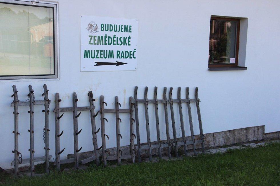 """MUZEUM CHALUPĚNÍ RADEČ je výjimečné v tom, že vystavované exponáty si lidé mohou i vyzkoušet. """"Chceme, aby lidé získali představu, jak stroje fungovaly,"""" říká Pavel Melichar."""