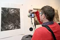 Výstava s názvem Tři pohledy do krajiny ve vrchlabské Galerii Morzin.