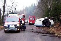 Vážná dopravní nehoda se stala v pondělí na silnici mezi Trutnovem a Starým Rokytníkem ve směru na Radeč krátce po půl osmé ráno. Řidič dodávky Nissan Vanette Cargo zde narazil do přípojného secího zařízení vlečeného za traktorem.