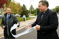 Slavnostní otevření opravených silnic na trutnovském Červeném kopci