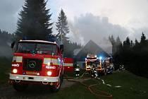 Požár chaty v Krkonoších na Horních Lysečinách.