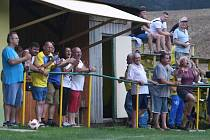 Dohromady ani ne stovka diváků sledovala středeční dva semifinálové duely okresního poháru.