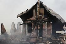 V pondělí 1. srpna dopoledne vyhořela v Krkonoších Petrova Bouda.