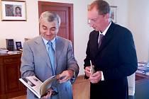 POSLANEC Robin Böhnisch s předsedou Národního shromáždění Republiky Náhorní Karabach Ašotem Ghouljanem.