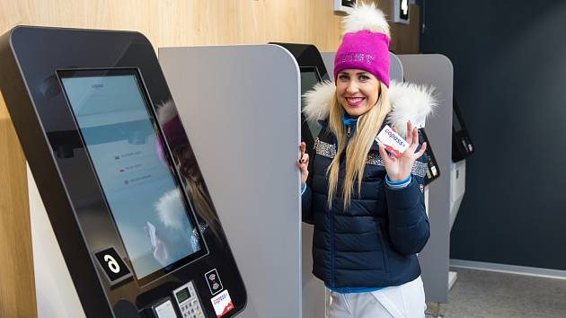 Digitalizace už i na lyžích. Skiareál zavádí v lyžařském středisku ve Špindlu samoobslužné pokladny.