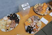 Den obce byl plný zábavy, hudby i výborných koláčků.