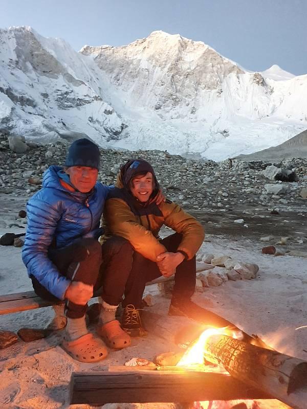 Horolezec Radoslav Groh z Vrchlabí zdolal s Markem Holečkem prvovýstupen 7129 metrů vysoký vrchol Baruntse v centrálním Himálaji. Při sestupu zažili obrovské drama.