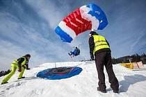Ski areál Bubákov Herlíkovice byl loni v březnu dějištěm Světového poháru v para-ski, letos zažije dokonce mistrovství světa v této disciplíně, kombinující seskoky padákem a lyžařský obří slalom.