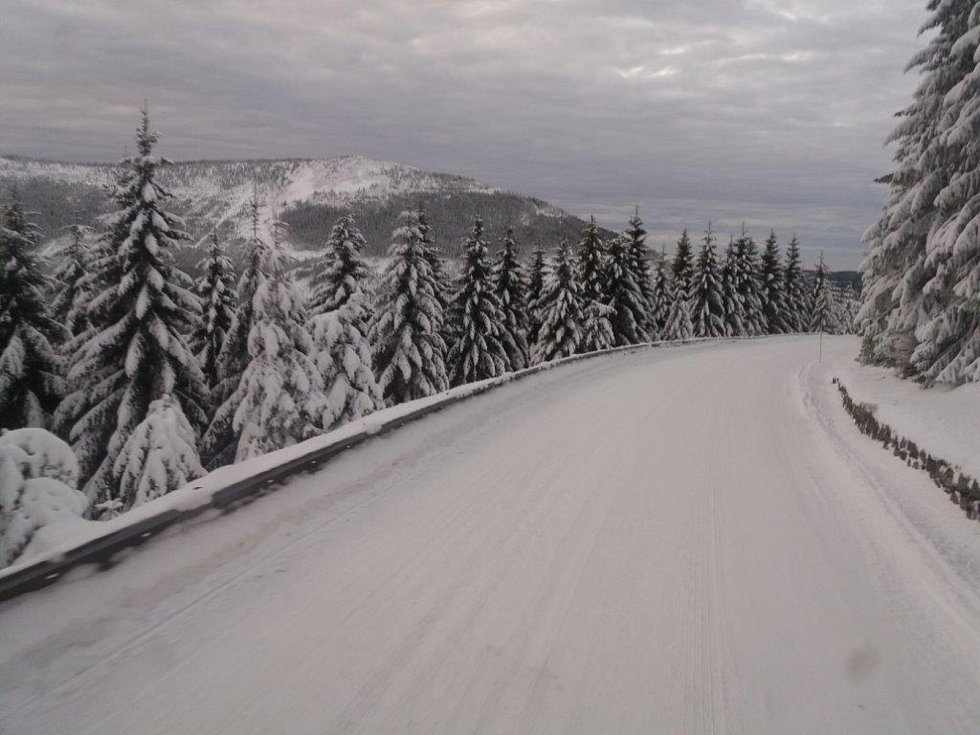 Vánoční svátky znamenají pro popeláře nejvytíženější období v roce. Obzvláště na horách je to pořádná fuška.