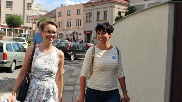 Ženská síla. Velké množství preferenčních hlasů posbírala ve volbách nejen nová poslankyně za STAN Lucie Potůčková, ale také zastupitelka Dvora Králové nad Labem Veronika Tomková (vlevo). Dvanáctka kandidátky SPOLU jich dostala 5402.