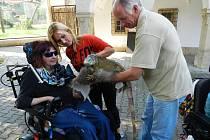 Zoologickou zahradu ve Dvoře Králové navštívil Klub vozíčkářů Trutnov už potřetí.