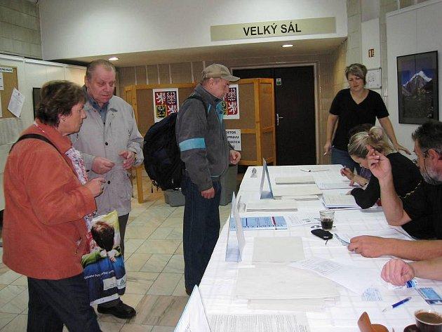 První voliči v Trutnově