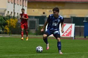 Vítězný gól Dvora proti Náchodu zaznamenal věkem mladší dorostenec Filip Machač.