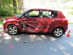 Těžké zranění motorkáře, kterému nedalo přednost vozidlo Škoda.