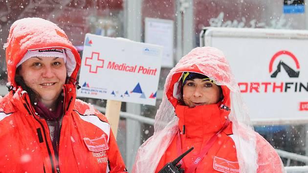 V Medical Pointu přímo pod sjezdovkou, na trati a také u diváckých tribun je připraven zasáhnout zdravotnický štáb Nemocnice Vrchlabí.