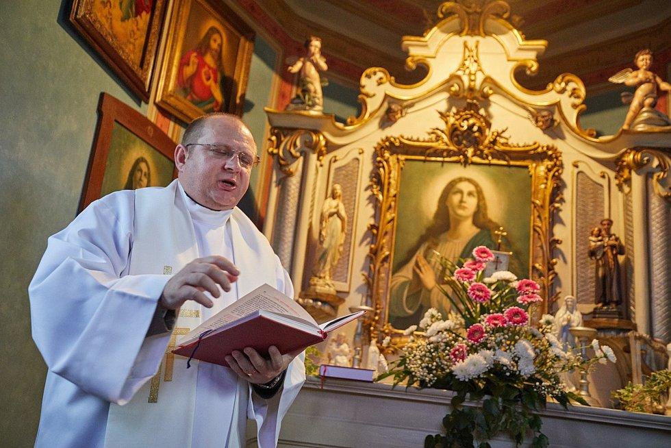 Znovuvysvěcení opravené kaple v trutnovském Oblanově.