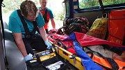 Při hledání seniorky aktivně pomáhali horští záchranáři se psy.