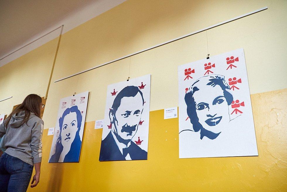 Studentská výstava k výročí republiky v trutnovském gymnáziu.