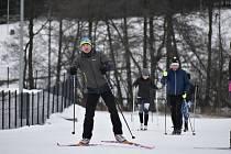 Ve vrchlabském areálu Vejsplachy můžou lidé využívat 4 kilometry osvětlených běžeckých tratí s umělým sněhem.