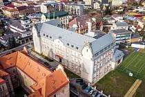 Náročná rekonstrukce podkrovních prostor ZŠ Schulzovy sady ve Dvoře Králové nad Labem přinesla pedagogům a žákům nové odborné učebny.